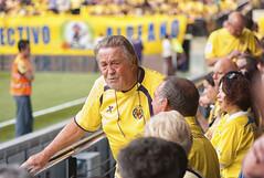 Talking (Teremin2004) Tags: football soccer futbol villareal leicam8 elmar135mmf4 ascensovillareala1