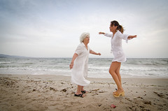 We can dance (Isabella Pirastu) Tags: old woman donna dance women mare elderly elder donne ragazza et anziani anziano giovane terza