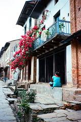 (Yuwei*) Tags: nepal contaxt2 bandipur streetsnap kodakektar100