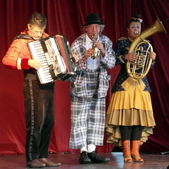 barcelona trio (kexi) Tags: barcelona catalonia spain europe square people artists 3 three trio musicians concert samsung wb690 september 2015 instantfave