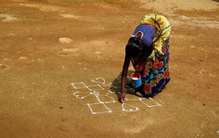 Good luck (Robyn Hooz) Tags: india donna hyderabad segni terreno fortuna luck potrait woman