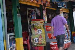 rocosa y descargada (El recin llegado) Tags: negocio market mini colores persona caminando
