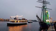 Port Party beendete die Kreuzfahrtsaision (Erich Kuhfeld) Tags: aidamar warnemnde osteebad pier7 portparty feuerwerk