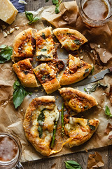 IMG_3646_exp-2 (Helena / Rico sin Azcar) Tags: pizza montanarapizza onion cebolla pumpkin calabaza fetacheese mozzarella quesodecabra cheddar food esprragos basil albahaca