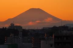 PB250026-1 (vincentvds2) Tags: fuji fujisan mountfuji mtfuji roof yokohama japan evening