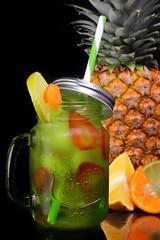 Bebida en Vidrio (José Ramón de Lothlórien) Tags: producto tarro vidrio frutal jasonjar cold freeze fresco fío piña naranja fresa anfora