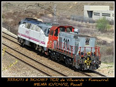 Si bajas subes (Powell 333) Tags: madrid espaa tractor train canon tren trenes eos spain gm general railway trains motors r 7d powell 333 railways 107 310 018 tcr maquina maquinas mquina ferrocarril renfe enlace ifema traslado 3331 fuencarral villaverde mquinas maniobras adif ffcc ferroviarios maniobra operadora guardacosta nohab guardacostas integria remolcada 333107 tractordemaniobras renfeintegria 310018 remolcadamas tractormaniobras