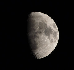 Waxing Gibbous Moon 19 May 2013 (Sculptor Lil) Tags: moon london astrophotography waxinggibbous dslrsingleexposure
