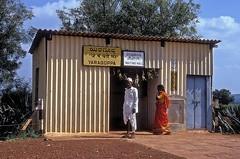 Bahnhof  Yaragoppa  30.10.93 (w. + h. brutzer) Tags: analog nikon indian eisenbahn railway bahnhof indien eisenbahnen schmalspurbahnen schmalspurbahn webru yaragoppa