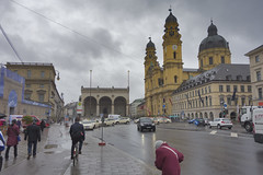The Bus Stop at the end of May (The^Bob) Tags: rain germany bavaria busstop feldherrnhalle odeansplatz
