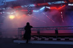 . (Le Cercle Rouge) Tags: woman paris france fog smoke femme lunapark brouillard humans fume foiredutrne humains attractionpark wwwlecerclerougecom