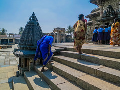 102 (rufusruffin) Tags: people india temple culture hassan belur chennakesava