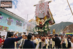 Torrechayoc (Kusi Seminario) Tags: festival cross cusco religion tradition cruces urubamba tradicion