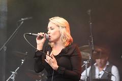 En typ av Övervakning (auzgos) Tags: surveillance konsert sommarfoto louisehoffsten sångerska sf130707