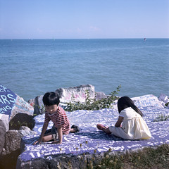 lakeside brother and sister (Petit Ming) Tags: usa chicago film rolleiflex kodak epson evanston portra schneider northwesternuniversity 160 75mm 35f v700 xenotar silverfast gtx900