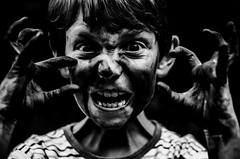 Nerveux ? (PaxaMik) Tags: portrait black eyes hands noir noiretblanc yeux madness mad mains fou regard folie nerveux portraitnoiretblanc