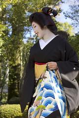 Standing geisha (Japanexperterna.se) Tags: portrait woman japan japanese kyoto maiko geiko geisha   kimono  chionin