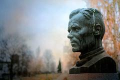 Iisalmi (Tuomo Lindfors) Tags: iisalmi suomi finland kauppisheikki heikkikauppinen patsas kirjailija author statue topazlabs clarity restyle textureeffects