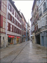 Bayonne Street (catb -) Tags: bayonne france ixus pyrnesatlantiques basque street colombages building architecture