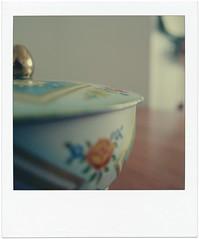 nostalgia (ghiro1234 []) Tags: nonna biscottiera casa ricordi ricordo polaroid poladroid ghiro1234 latta vintage