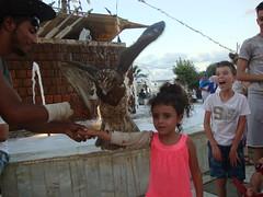 La courageuse, le peureux et le rapace. (elboulaida2000) Tags: jijel placette été vacances jeux enfants courages rires rapace algérie
