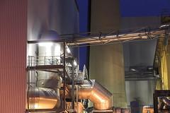 Energie aus Abfall (ruedigerhey) Tags: müll industrie architektur deutschland germany hamburg city europe architecture lichter nacht night freie und hansestadt rohre rohr abgas schornstein stapelfeld müllverbrennung