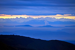Swiss Alps in early morning sunrise (G. Lang) Tags: deutschland germany schwarzwald blackforest blauen badenwürttemberg alpenpanorama sonyalpha7ii allemagne forêtnoire sonyilce7m2 hochblauen alpinepanorama panoramadesalpes schweizeralpen alpessuisses swissalps