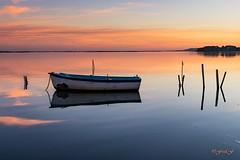 ...La Barque Statique... (fredf34) Tags: thau étangdethau marseillan barque reflets reflection reflexion pond sète étang k3 pentax pentaxk3 fredf34 fredf fredfu34 frédéricfuentes hdpentaxda1685mmf3556eddcwr sunlight