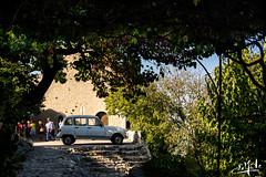 La 4L dans son crin de verdure / The 4L in its bosky bower - Le Crestet (christian_lemale) Tags: le crestet lecrestet provence france nikon d7100 car voiture auto 4l
