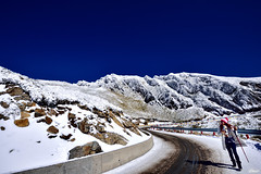 賞雪 (Clonedbird 克隆鳥 & Iris 艾莉絲) Tags: 合歡山 合歡東峰 合歡主峰 國家公園 太魯閣國家公園 雪景 snow nationalpark hehuanmountain 步道 hehuanmountaintrails winter 冬景 nikon d810 nikkor landscape 風景 taiwan