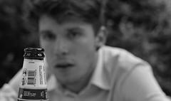 I want (Melchiorre Gioia) Tags: persone birra beer camicia ragazzo voglia want desire