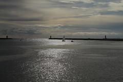 Regresso ao Porto (Antnio Sardinha) Tags: sol portugal gua mar porto barra riodouro
