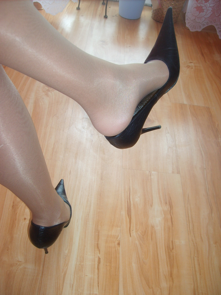Leather foot fetish-2426