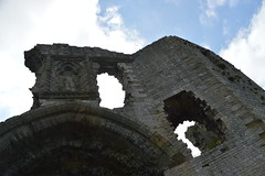 The Gatehouse at Denbigh Castle (CoasterMadMatt) Tags: house castle wales architecture century photography town site spring ruins gate photos north cymru ruin may property east mai photographs welsh sir fortress 13th markettown cymraeg attraction ruined castell gatehouse 13thcentury denbigh thirteenth northwales gwanwyn adfeilion thirteenthcentury pensaernaeth adeiladu denbighshire sirddinbych ffotograffiaeth cadw gogledd adfail lluniau ffotograffau ddinbych dinbych 2013 gogleddcymru eiddo denbighcastle safle castelldinbych atyniad coastermadmatt
