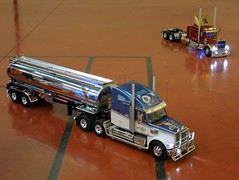 KNIGHT et KING Haulers (xavnco2) Tags: show tractor france truck tank expo exposition camion rig pete trucks tamiya coronado rc tanker candas tracteur peterbilt picardie semitrailer somme cisterna freightliner maquettes modélisme citerne semiremorque