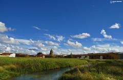 Vista desde la laguna (Daniel Matelln Fotografia) Tags: photography agua nikon pueblo leon cielos laguna fotografia azules nikond90