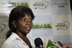"""04.10.2013 (Ministério da Saúde) Tags: brasília aeroporto mais sus estrangeiros cubanos ministériodasaúde """"médicos cubanos"""" médicos"""" ministroalexandrepadilha"""