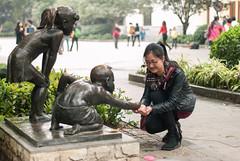 施与享/Giving and Sharing (KAMEERU) Tags: guangzhou sculpture giving sharing shamian