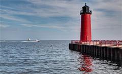 Milwaukee Pierhead Lighthouse (ioensis) Tags: pierhead milwaukee wisconsin lake michigan jdl ioensis october 2016 92071336067tmf1bjohnlangholz2016 boat breakwater light