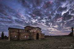 Un crepúsculo más. (Paco Fuentes Vicario) Tags: sanpedrodelanave visigótico visigodo zamora iglesia arquitectura sky hiking weather blue evening depthoffield dreamsplaces