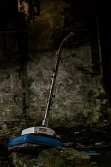 Nilco light (Nic2209) Tags: nikond7200 nic2209 flickr 2016 allemange alemania europa deutschland germany alt verfall ausrangiert stillgelegt abandoned vergessen vergessenheit verlassen abandoment lostplace urbex urbanexploring ninicrew abandonment architektur architecture nilco nilcotour staubsauger vacuumcleaner gebäude station