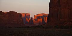 The Last Sunlight (++sepp++) Tags: oljatomonumentvalley arizona usa us totempole yeibichei monumentvalley landschaft landscape rot red berge hills sandstein sandstone