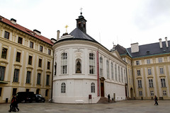 Holy Cross Chapel, Prague Castle (Carneddau) Tags: 2ndcourtyard czechrepublic czechia holycrosschapel hradany prague praguecastle praha