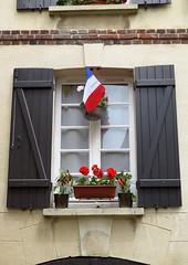 Honfleur (10) (Silvia Inacio) Tags: france frana honfleur normandie normandia normandy window janela flag
