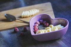 Porridge (kathibro92) Tags: porridge haferbrei banana banane raspberry himbeere frambuesa plátano chia chiaseed chiasamen herz heart spoon löffel cuchara yummy breakfast desayuno frühstück healthy fruits