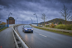 november rain (blattboldt) Tags: jenaburgau jenagöschwitz jena thuringiagermany thüringen city bridge brücke stadt street fahrbahn sony zeiss clouds wolken sky himmel herbst autumn november göschwitzerstrase sonyilce6300 alpha6300 batis225 batis25mmf20 emount architecture architektur 橋 橋梁 regen rain reflection reflektion wetter weather alone lonely allein einsam scheinwerfer headlights car auto audi 馬路 開車 奧迪 voiture rue pont pluie novembre trafic traffic 雨 simple simplicity einfachheit einfach constellation konstellation konfiguration configuration driving commuting fahren 1111v11f modernurbanlife