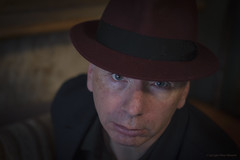 Man with a Red Hat (Pieter Musterd) Tags: portret man rodehoed hoed hat eyes pietermusterd musterd canon pmusterdziggonl nederland holland nl canon5dmarkii canon5d elvin elvinhage zilverbat