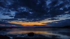 Quand le soir vient (Tra Te E Me (TTEM)) Tags: lumixfz1000 photoshop cameraraw ciel crpuscule sunset sky nuages clouds hrault tang lake water eau reflets reflection bleu blue paysage landscape nature