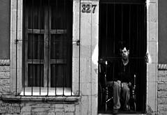 Discapacidad sin libertad (Ivn Valadez) Tags: meta men street calle discpacidad ventana window door puerta nikon blancoynegro blackandwhite blanco hombre enfermedad