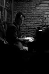 Roma, Italia (Reindeer1981) Tags: rome roma italie italia candid music portrait bnw monochrome piano blackwhite travel portraits voyages streetlovers concert jazz jazzman fujix20 noiretblanc
